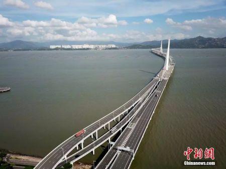 资料图:连接深港的深圳湾大桥。