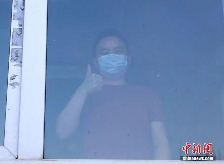 资料图:万赟彬在俄罗斯赤塔边疆区传染病医院隔离。(中新社记者 王修君/摄)