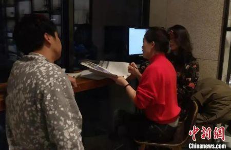 留韩博士生制作沙画普及视频。受访者供图 李丽提供 摄