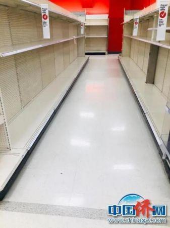 资料图:空空的超市货架。
