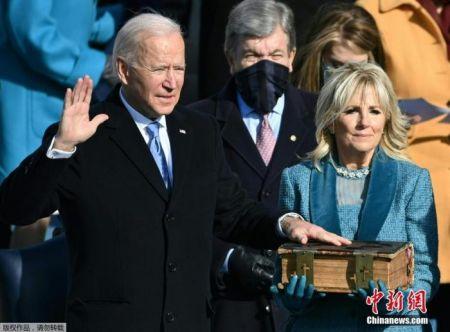 当地时间1月20日中午,拜登在国会山正式宣誓就任美国第46任总统。
